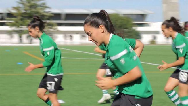 Female Footballer: Der steinige Weg einer Fußballerin
